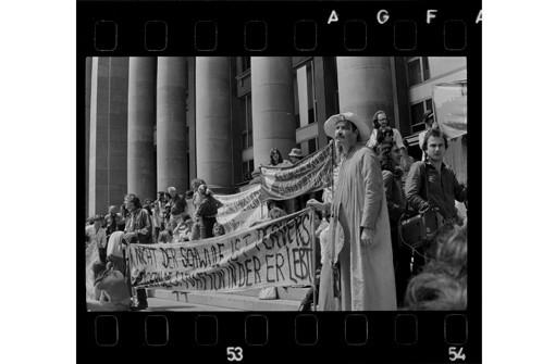 Galerien: Kessel unter Druck. Protest in Stuttgart 1945-1989 ...